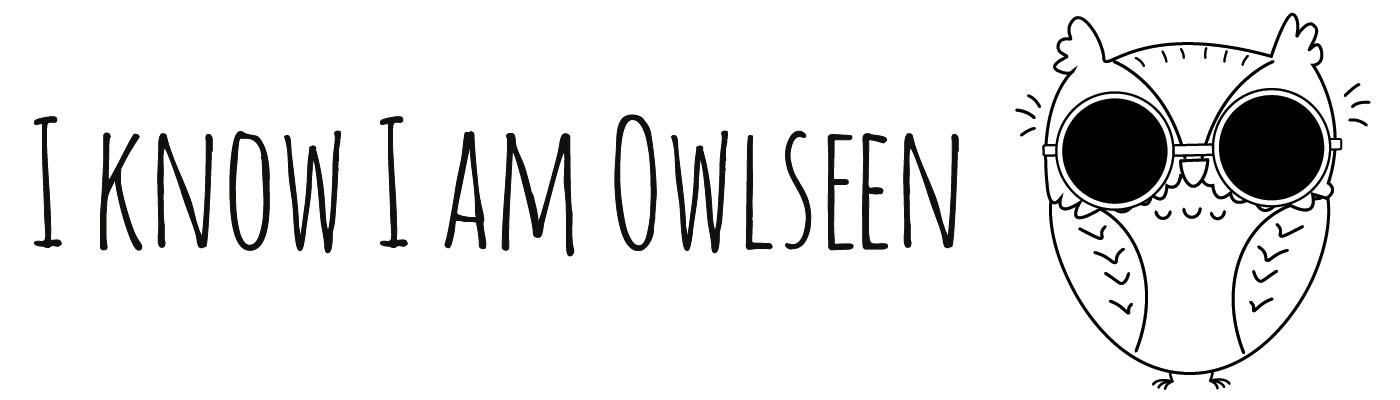 """Ordsproget """"at være ugleset"""", hvor der er en tegning af en ugle med solbriller. Talemåden ugleset er skrevet på engelsk som """"I am owlseen""""."""